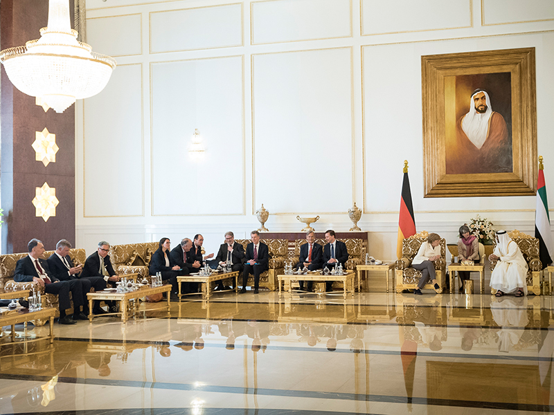 Philipp Bayat (3rd from left) at economic talks under the patronage of the German Chancellor Angela Merkel and the Crown Prince of Abu Dhabi, Sheikh Mohammed bin Zayed Al Nahyan. | © Bundesregierung/Steffen Kugler